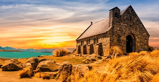 崖沿いの一軒家